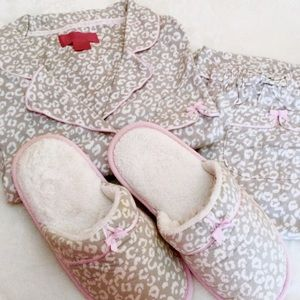 NWOT! Long Sleeve VS PJ SET w/ matching SLIPPERS!!